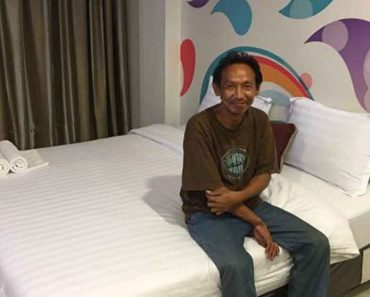 Honest Homeless Man Returns Wallet, Gets Rewarded With Job And Apartment