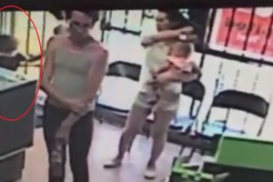Preschool Girl Almost Kidnapped While Mom was Just a Few Feet Away!