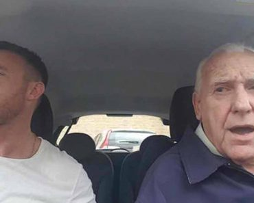 Old Man With Alzheimer's 'Comes Back' Whenever He Hears This Song