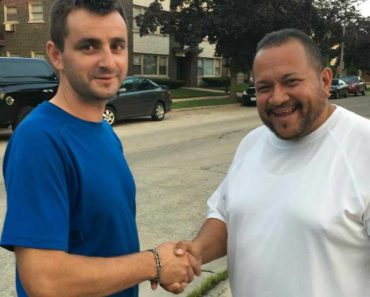 Uber Driver Finds Wallet With $3,000 In Backseat, Returns It To Passenger