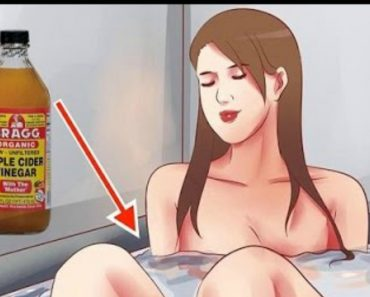 VIDEO: Here's What Happens When You Put Vinegar in Your Bathtub