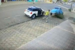 Owner of Mini Cooper Lucky to be Alive in Crazy Near-Accident