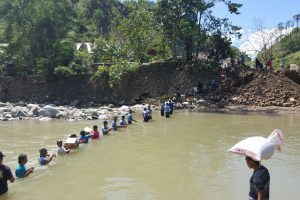 Volunteers Do Everything to Deliver Relief Goods to Remote 'Lawin'-Hit Areas