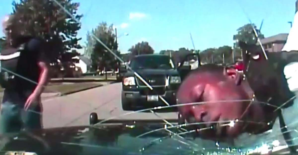 cop-smashes-windscreen-with-mans-face-1