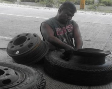 Man with No Legs Who Works at Vulcanizing Shop Goes Viral