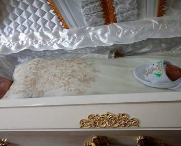 VIRAL: Photos of Newborn Baby Sharing Coffin with Mother