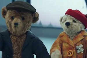 VIDEO: Heartwarming Christmas Ad Shows Teddy Bear Grandparents Coming Home for the Holidays