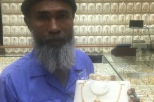After Being Mocked on Social Media for Staring into Jewellery Shop, Cleaner Receives Sets of Gold