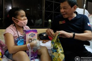 Duterte Visits Cancer-Stricken Kids Before Christmas