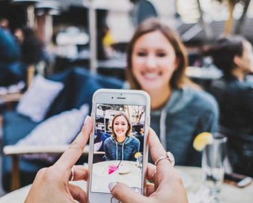 Smartphones Are Negatively Affecting Your Love Life