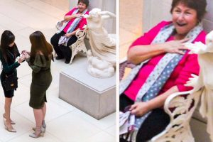 Wedding Proposal Photo Goes Viral Because Of The Photobomber's Priceless Reaction