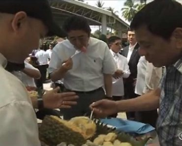 Pres. Duterte Serves Durian and 'Suha' to Japanese Prime Minister