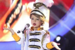 """After Becoming Taylor Swift's """"Mini Me"""", Who Will Xia Impersonate Next?"""