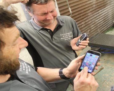 Man in Britain Still Uses His Nokia 3310 Phone!