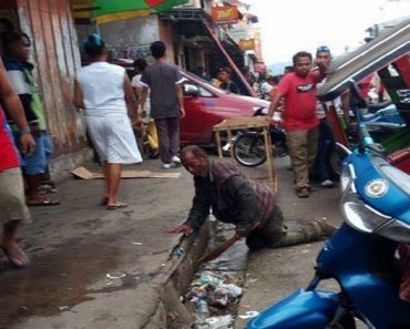 Netizens Angry over Photos of Disabled Man Cleaning Dirty Streets