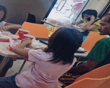 Photo of Dad Just Watching Kids Eating at Jollibee Goes Viral