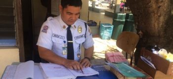Security Guard Finished Education Course as Cum Laude at School He Guards
