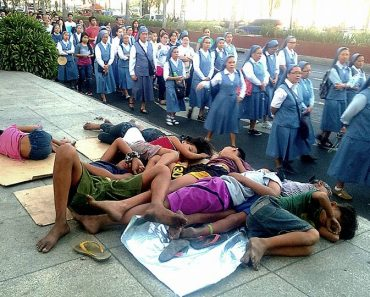 Poignant Photo of Nuns Passing by Sleeping Street Kids, Sparks Heated Online Debate