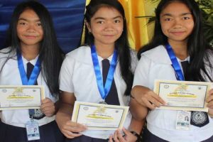 Pinay Triplets Finish Junior High School in Top 3 of Their Class