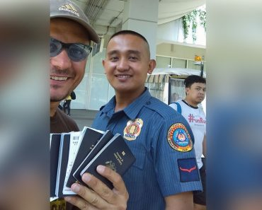 Foreigner Praises Cop Who Helped Him Find His Family's Lost Passports