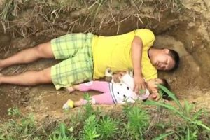 Father Makes Grave a Playground for Dying Daughter to Prepare for Her 'Future Home'