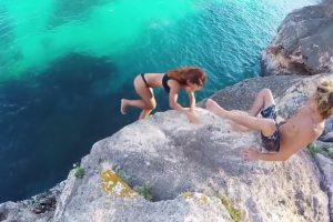 Netizens Debate Over This Guy's Reaction to His GF Falling Off the Cliff