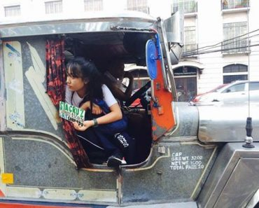 Netizens Praise Girl Who Helps Her Jeepney Driver Dad after School