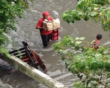 Jollibee Rider Delivering Food in Flooded Area Goes Viral