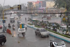 Palawan Traffic Cop Goes Viral for Doing Job Even in Heavy Rain