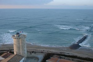 Beautiful but Extremely Dangerous! Photos of Square-Shaped Waves Go Viral