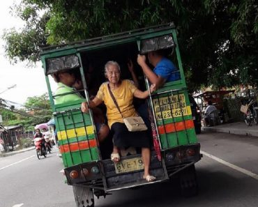 Photo of Old Woman Riding at the Back of a Jeep Goes Viral