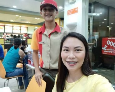 Jollibee Crew Surprises A Couple Diner When He Revealed He Was The Kid They Used To Help