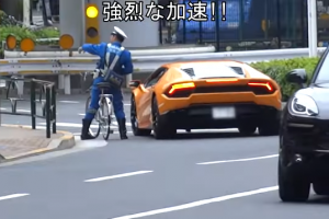 Japanese Biker Cop Chases Lamborghini for Traffic Violation
