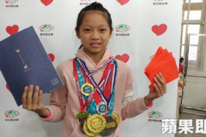 11-Year-Old Girl Keeps Track of Daily Expenses, Promises to Pay Hardworking Dad When She's 20