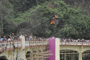 Daredevil Dies in Freak Accident While Trying to Break Own Record for Farthest Zipline Using Hair