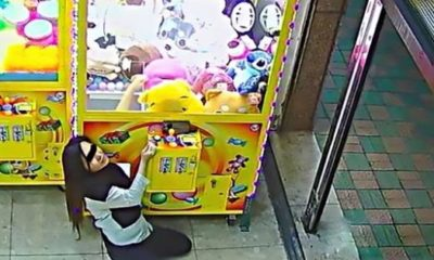 A woman from Taiwan stole seven toys from a claw machine. [Image Credit: louis rascasse / Youtube]