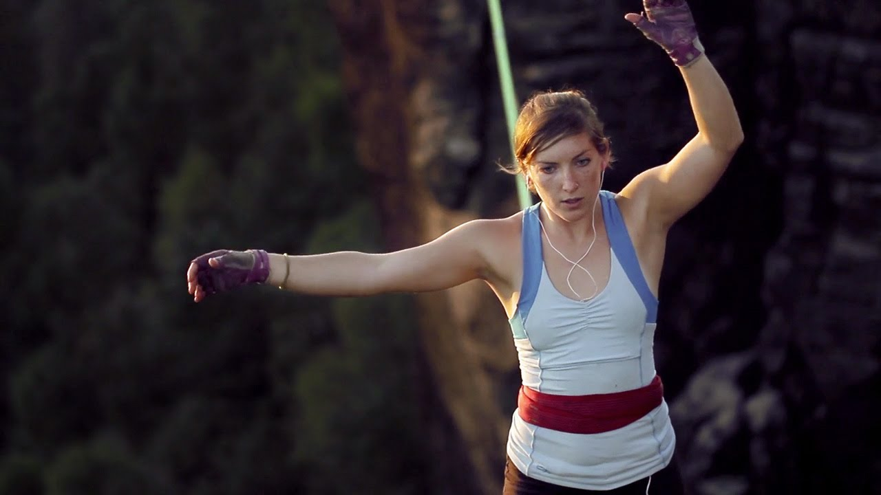Faith Dickey is one of the best slackliners in the world. [Image Credit: EpicTV / Youtube]