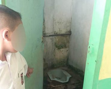 Insane Teacher Makes A Student Lick Toilet For 12x Just Because Of A Forgotten Homework