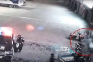 Policemen Bravely Risked His Life In Saving A Woman Who Jumped From A Building