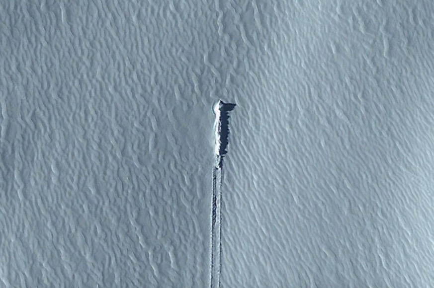 Is it connected to the recent image near Antarctica? [Image Credit: secureteam10 / Youtube]