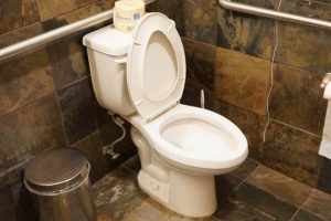 After Sitting Down on the Toilet While Using His Phone for 30 Minutes, a Man Becomes Paralyzed