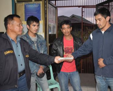 Driver and Honest Passenger Praised for Returning Php400k Cash to OFW Owner