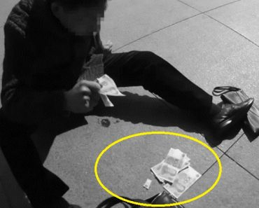 Chinese Man Having a Heart Attack, Saved after Throwing Cash for Attention