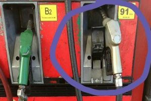 Netizen Exposes Gas Station Scam, Warns Car Owners to Stay Vigilant