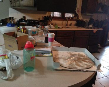 Guy Messes Up Kitchen to Test if GF is 'Wife Material', Gets Dumped