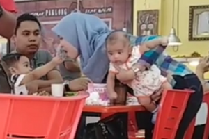 After Seeing Dad Feed His Mom, Adorable Kid Also Does the Same