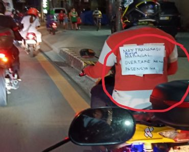 Sick Motorcycle Driver Tapes Note at His Back, Earns Sympathy from Netizens