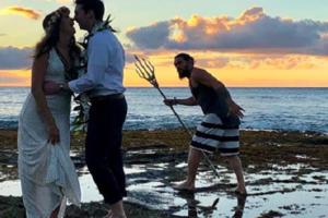 'Aquaman' Gamely Photobombs Newlyweds in Hawaii