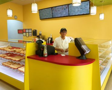 Photo of Sad Owner in Empty Donut Shop Goes Viral, One Tweet Changed Everything