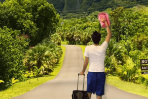 """Guy Snags Free Trip to Hawaii after Fake but Hilarious """"Hawaii Trip"""" Video Goes Viral"""